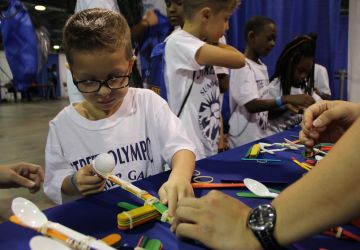 Building and Testing Popsicle Stick Catapults RGME Participates in the 2017 Bright Futures Fair